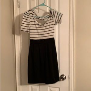 BLACK AND WHITE STRIPES BOW DRESS 👗 👗